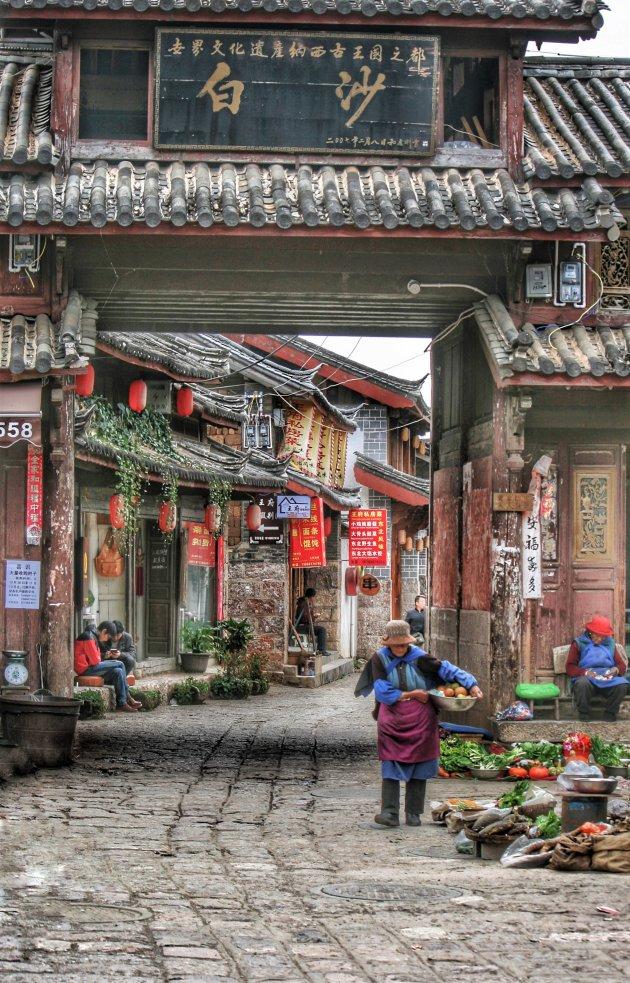 in een straatje in Baisha