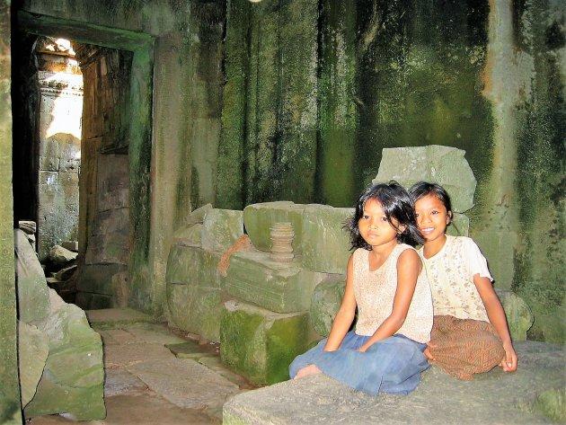 Jong en oud verenigd in Angkor