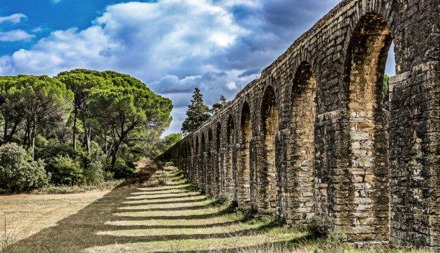 Het aquaduct van Tomar bekijken