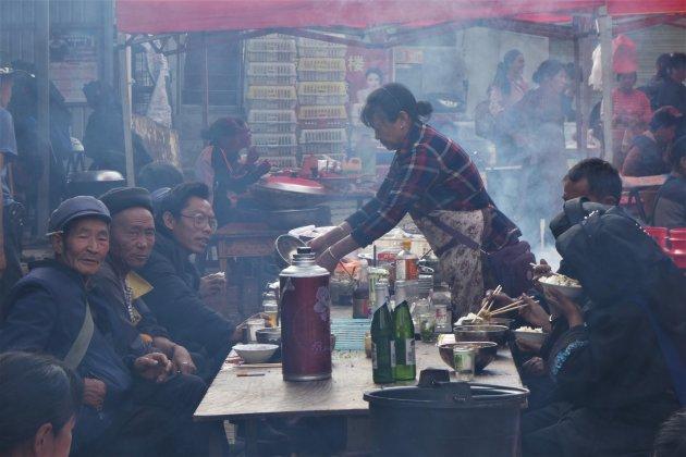 Lunchen op de markt