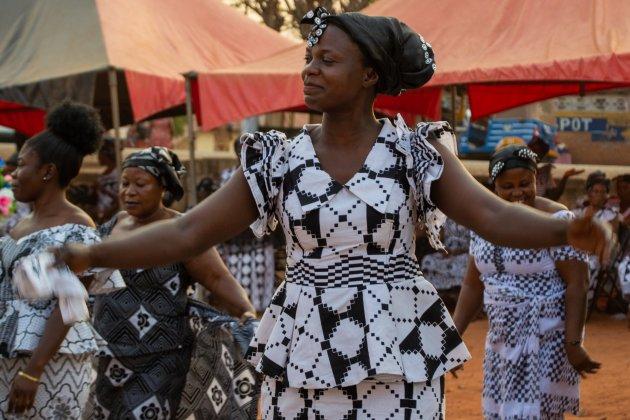 Begrafenis bij Kumasi (2) - groot feest!