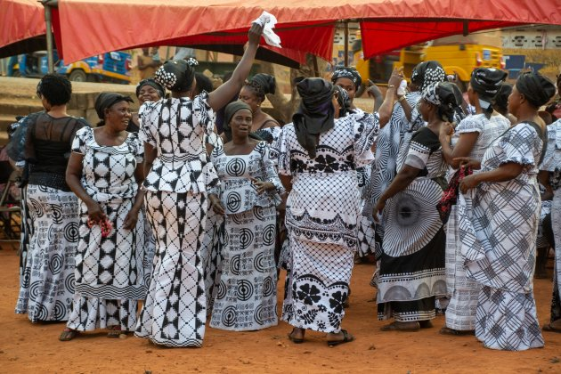 Begrafenis bij Kumasi (3) - dansen