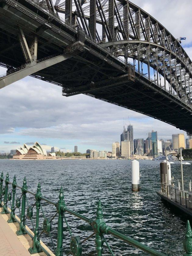 Onder de Harbour Bridge