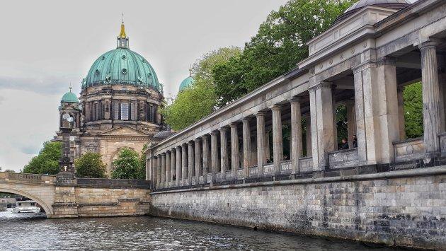 de Berliner dom vanaf het water