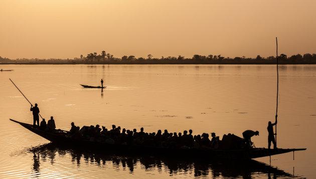 Zonsondergang op de Niger