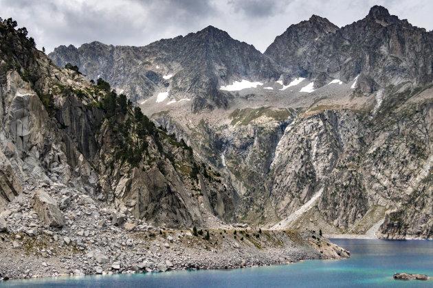 Trek de bergen in bij Cap de Long