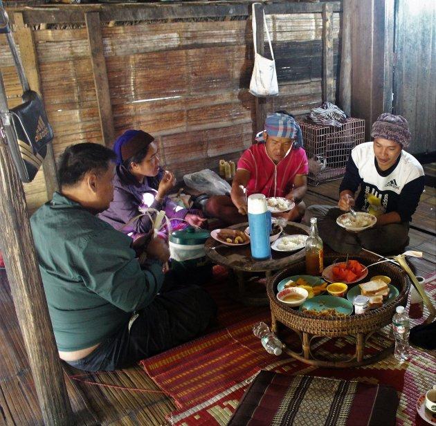 Eten bij de hill tribes
