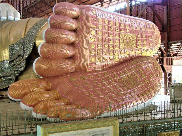 De tekens op de voetzolen van Boeddha.