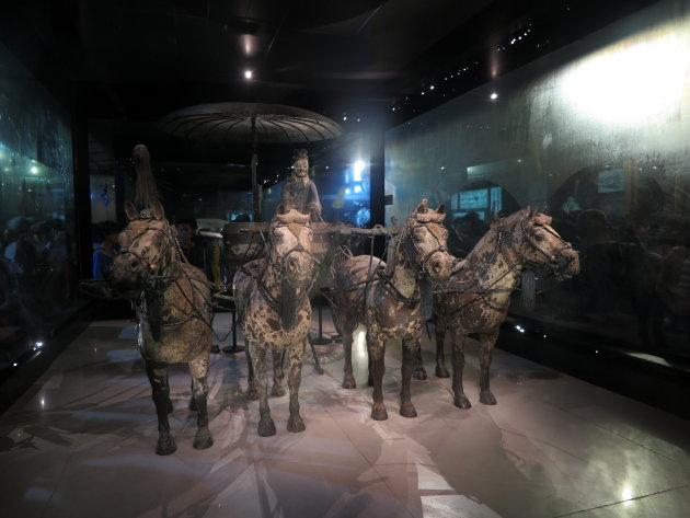 Bronzen strijdwagen