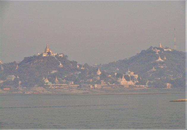 Mandalay Hill In de ochtendmist.