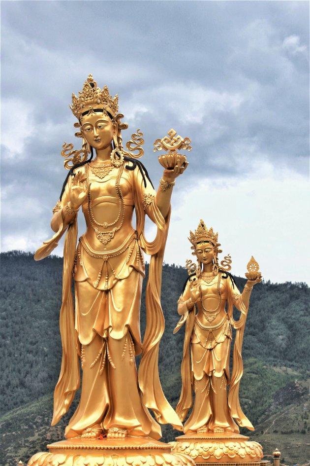 de beelden bij Donderma Buddha