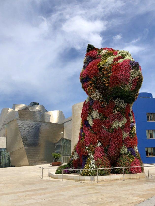 De Puppy bij het Guggenheim