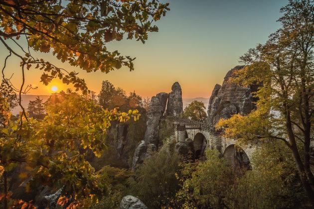 Saksische Schweiz bij zonsopkomst