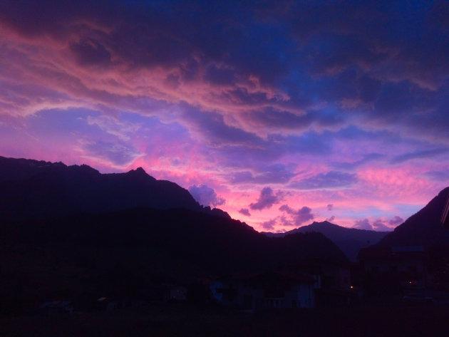 Het blauwe uurtje in de bergen.