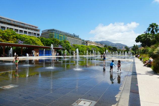 Waterspiegel van de Paillon Promenade
