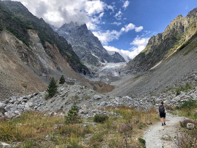 Wandelen naar de Chalaadi Gletsjer