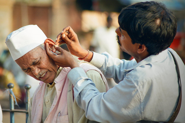 India Rajasthan Jaipur Earcleaning