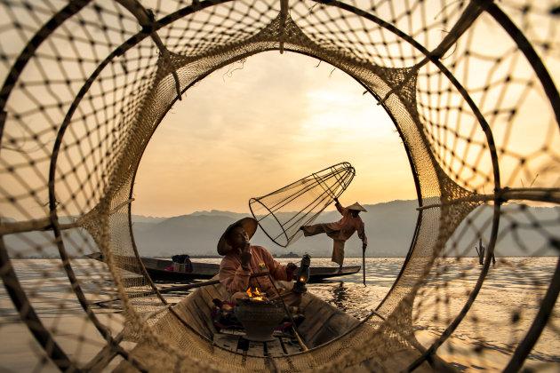Traditionele vissers op het Inle meer