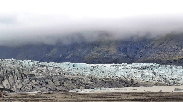 Aan de voet van het ijs