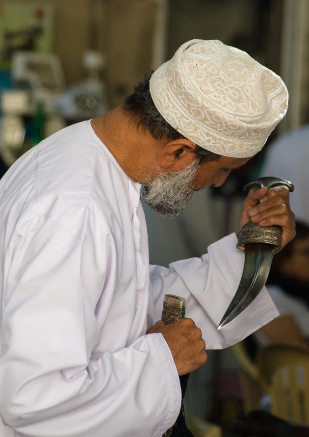Even een mes kopen op de markt