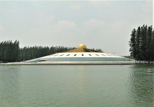 Futuristische Boeddhistische Tempel.