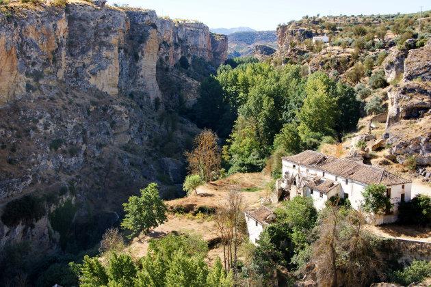 Duik de kloof in bij Alhama de Granada