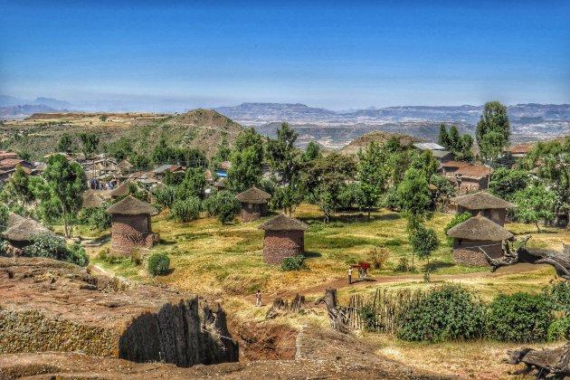 hutten in het landschap