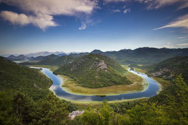 bocht in de Rijeka Crnojevica rivier