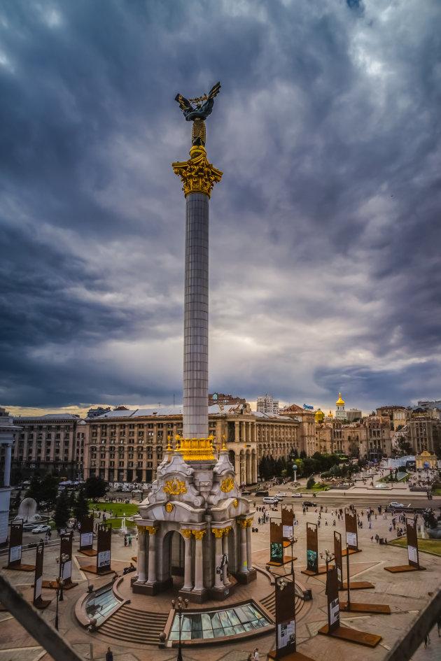 Donkere wolken boven Майдан Незалежності