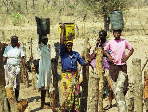 Bij de waterpomp