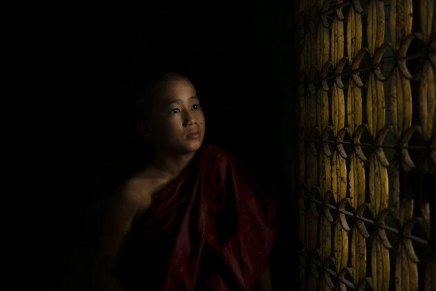 Jonge monnik in een klooster