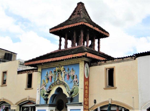 Ingang Hindoe Tempel in Kandy.