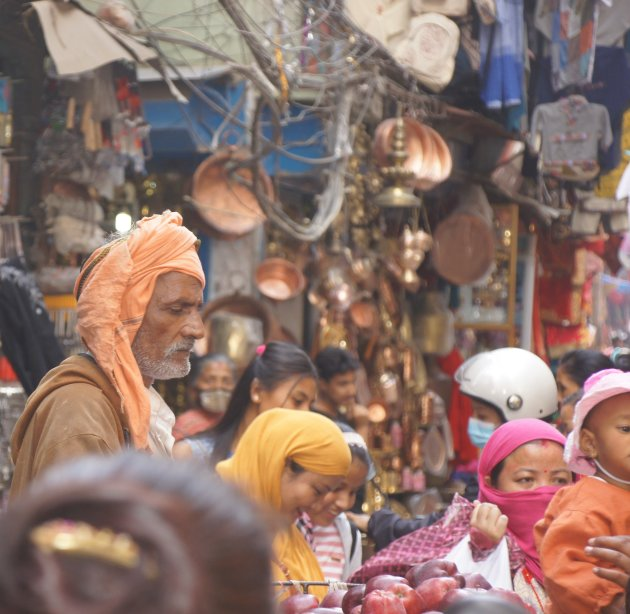 Kathmandu. De grote markt. Alles te koop. Alles te zien. Alles te ruiken..