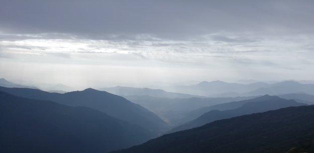 Nepal; op de terugtocht van Base Camp Mardi Himal. Zo ziet het dak van de hemel eruit..