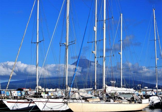 Jachthaven met Pico achtergrond