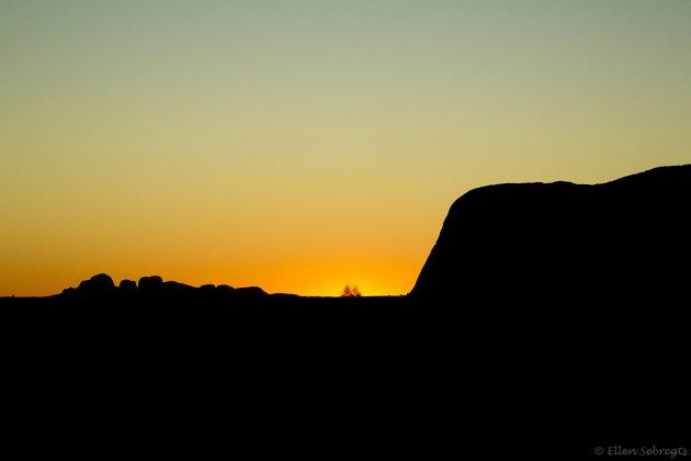 Uluru als silhouet