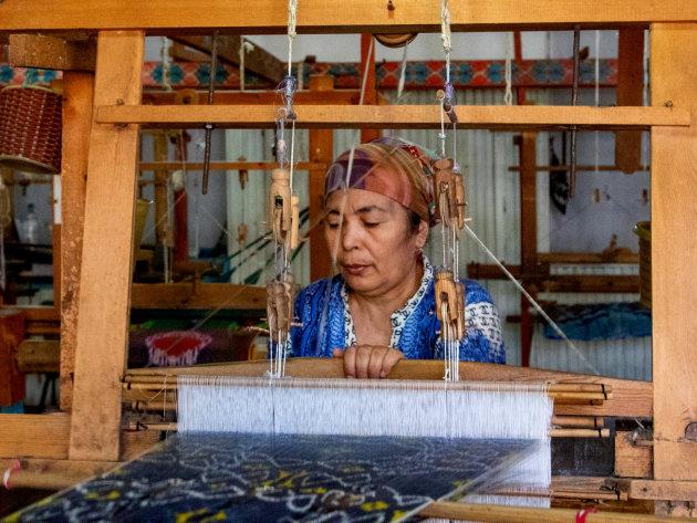 Bezoek aan zijdefabriek
