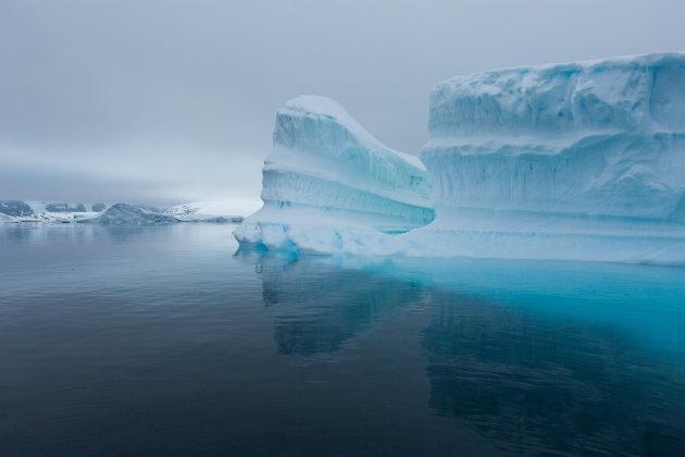 's Nachts genieten van het blauwe ijs