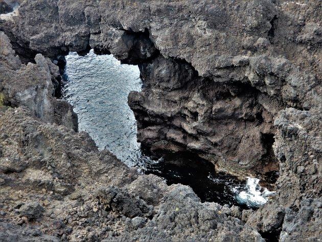 Ponta de Fonte 2 water kolkt door de sleten
