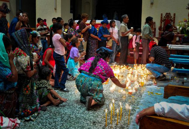 Lichtjes voor Sint Jacobus en Maximón