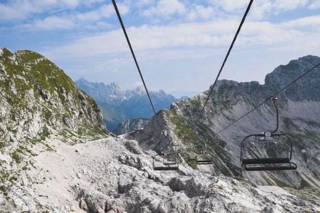 In de ski-lift tussen Slovenië en Italië