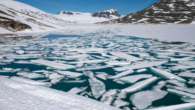 Het meer voor de gletsjer