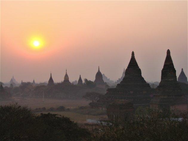 Zonsopkomst in Bagan.