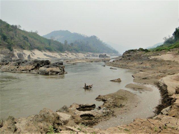 Mekong in Laos laag water.