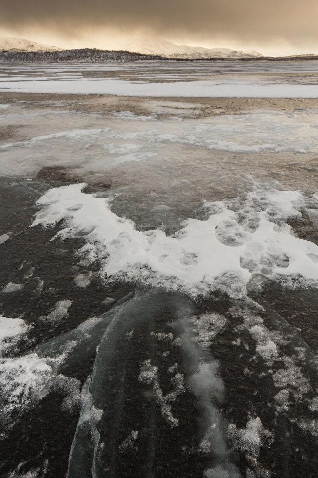 Bevroren meer in Tornetrask