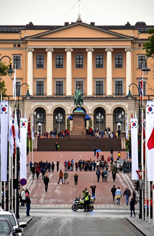 Drukte bij het Koninklijk Paleis in Oslo