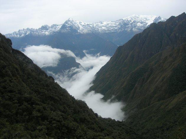 Wakker worden diep in het Andes gebergte