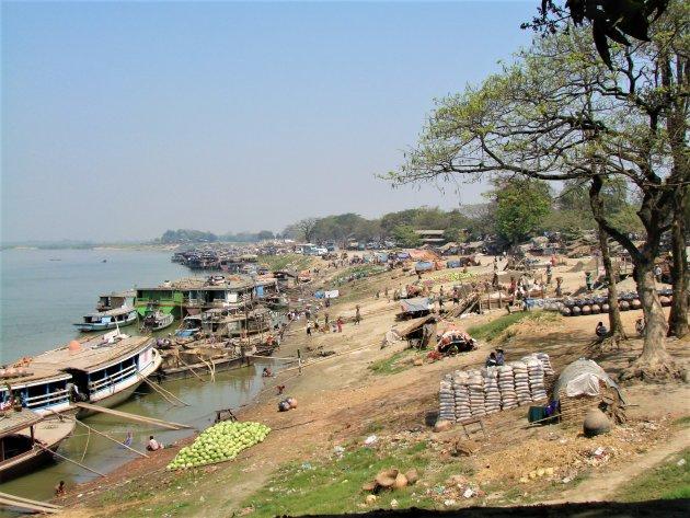 De haven van Mandalay.