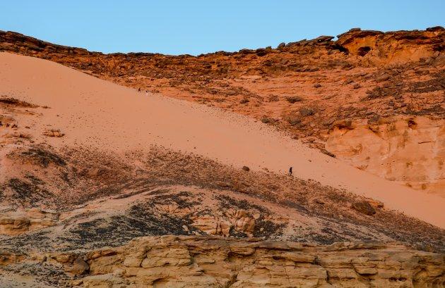 Afdalen bij Djebel Barkal