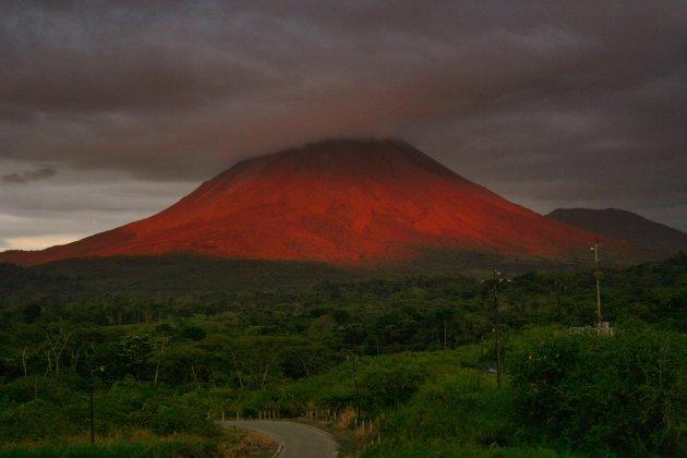 Zonsondergang  bij Arenal Vulkaan